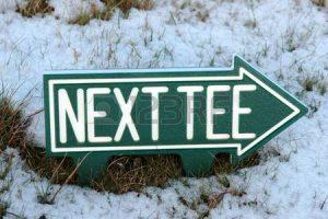 11252139-de-volgende-tee-teken-op-een-ierse-golfbaan-in-de-winter-sneeuw